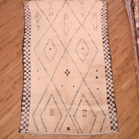 Amazing chunky quality cream and black Moroccan Berber Beni-Ourain / beni ouarain Carpet with shaggy pile hand-knotted.